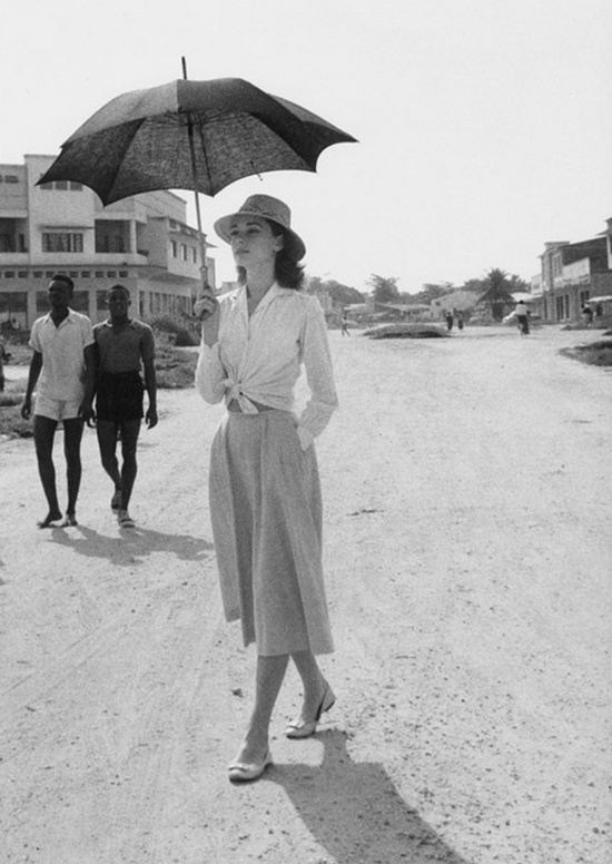 Audrey - umbrella-walk