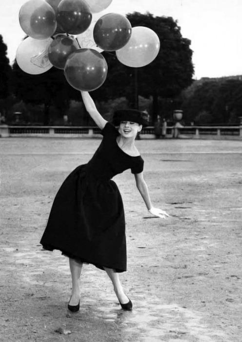 audry hepburn-balloons-hat